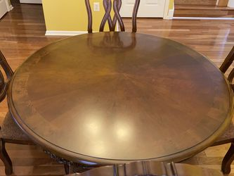 Ashley Round Table+ 4 Chairs+ Table Cloth+ Transparent Cover for Sale in Princeton,  NJ