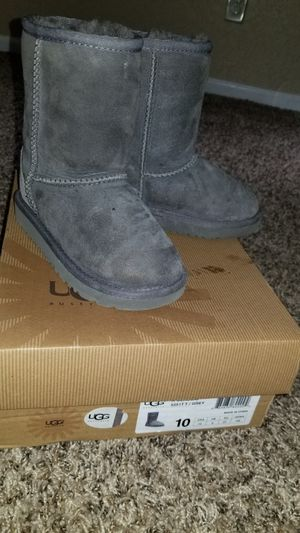 GIRL UGG BOOTS (Youth sz 10) for Sale in Raytown, MO