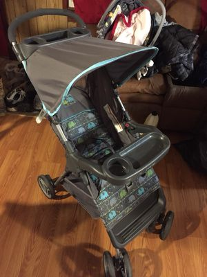 Gender neutral Cosco stroller for Sale in New Alexandria, PA