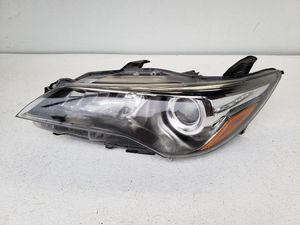 2015 2016 2017 toyota camry headlight OEM for Sale in Houston, TX