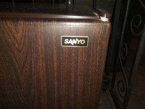 Sanyo Mini Refrigerator & Freezer for Sale in Phoenix, AZ