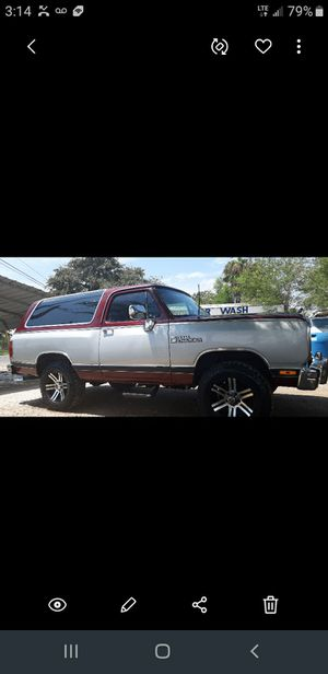 1988 dodge ramcharger 4x4 for Sale in Edinburg, TX