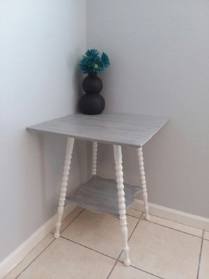 Small Vintage Accent/End Table for Sale in Mesa, AZ
