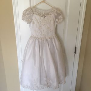 Stunning Beaded Flower Girl First Communion Flower Girl or Formal Dress White Dress Size 8 Fits 8-10 Perfect condition for Sale in Cumming, GA
