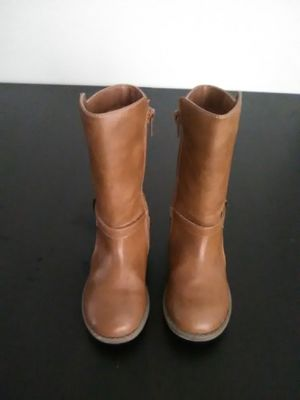 Girls Tan Boots. Size 9c, Good Condition for Sale in Charlotte, NC
