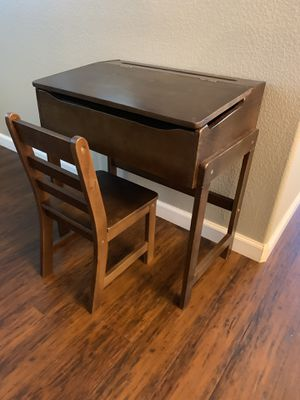 Kids desk and chair for Sale in Rancho Cucamonga, CA