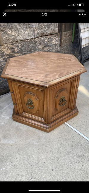Coffee table and end table for Sale in Modesto, CA
