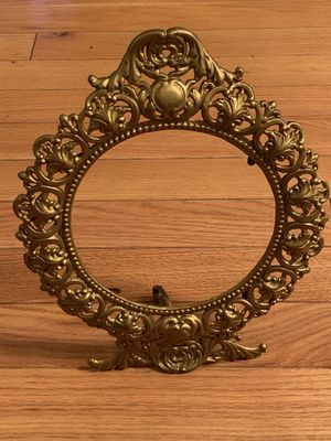 ANTIQUE Brass Round Picture Frame WITH A FANTASTIC BORDER 11x14/ 7.8 Diameter for Sale in Rockaway Park, NY
