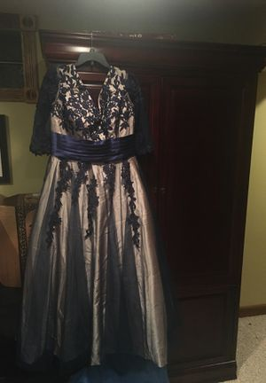Elegant wedding or formal dress for Sale in Lewis Center, OH