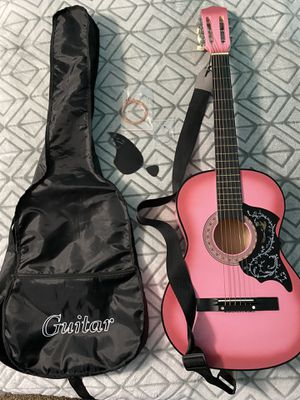 """Girls 38"""" acoustic guitar with bag for Sale in Nashville, NC"""