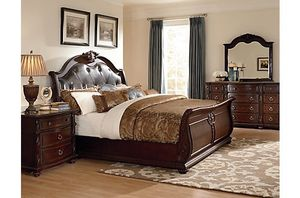 $4000 set for $1500 King Size Bedroom set. All pieces. Great strong wood. for Sale in Tinley Park, IL