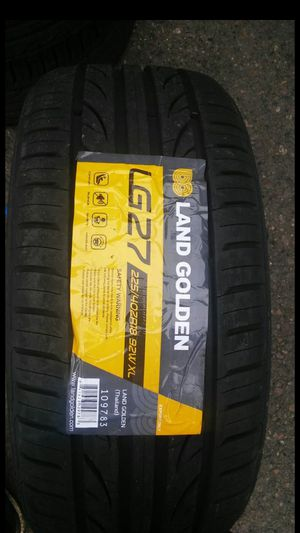 BRAND NEW SET OF TIRES 225 40 18 for Sale in Phoenix, AZ
