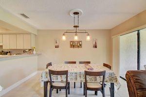 3 light chandelier for Sale in Pompano Beach, FL