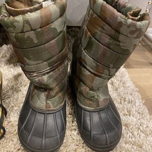 Boys or girls snow boots for Sale in Philadelphia, PA