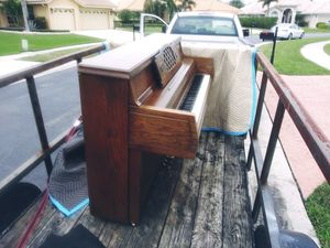 Small Delivery with Pick Up Truck ( Free Blanket Wrapping ) for Sale in Hollywood, FL