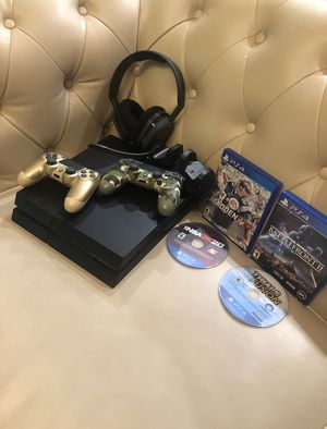 Ps4 Amazing Condition with 4 games and 2 controllers for Sale in La Cañada Flintridge, CA