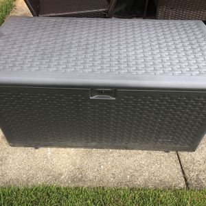 Brown 73-Gallon Resin Wicker Storage Deck Box for Sale in Woodlawn, MD
