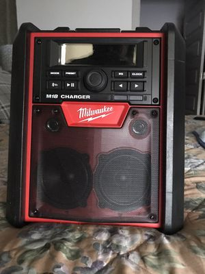 Milwaukee Radio changer in Bluetooth for Sale in Aurora, CO