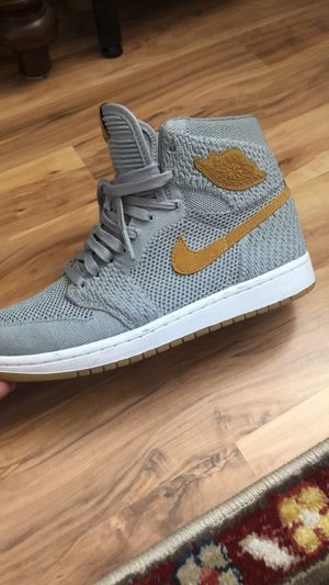 Men's Air Jordan 1 Flyknit, wolf gray - size 7.5 for Sale in Tacoma, WA