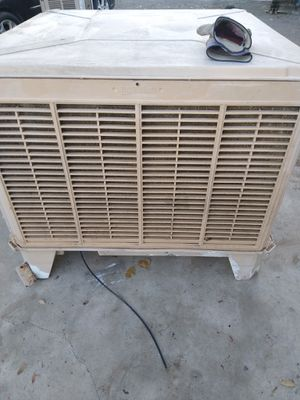 Swamp cooler down draft for the roof para El techo for Sale in Fontana, CA