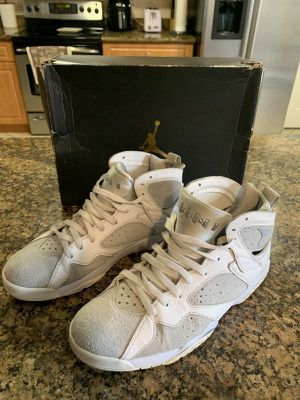 Air Jordan 7 Retro Size 11 White/Metallic Silver Pre-owned but in Amazing Condition for Sale in Hialeah, FL