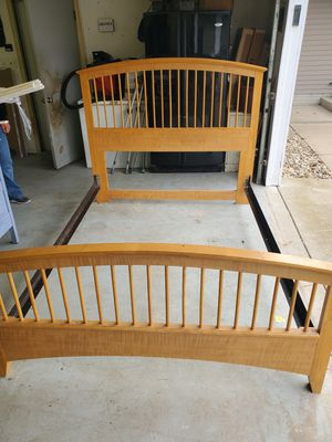 Queen size bed frame for Sale in McLean, IL