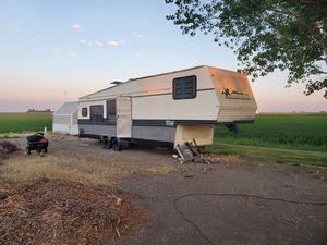 Fifth wheel trailer for Sale in Cheyenne, WY