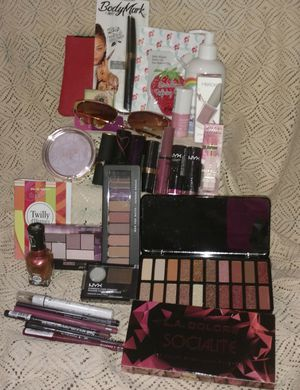 New Make Up ~Never Opened for Sale in Vancouver, WA
