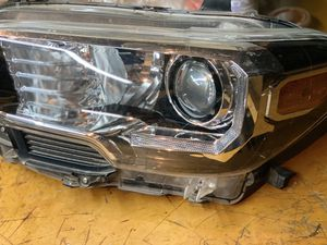 2016 Toyota Tacoma driver side used headlight for Sale in Gilroy, CA