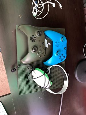 Xbox One 1, with two controllers and Turtle Dove headset for Sale in Lorton, VA