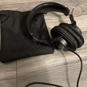 Sony MDR-7506 Headphone With Adapter for Sale in Fontana, CA