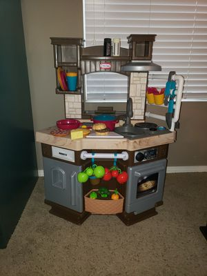 Great condition Fisher Price Smart Kitchen with Interactive Food and Untensils. for Sale in Bonney Lake, WA