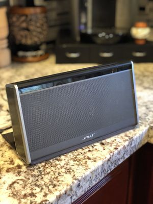 Bose Bluetooth wireless soundlink speaker (LOUD) for Sale in Stockton, CA