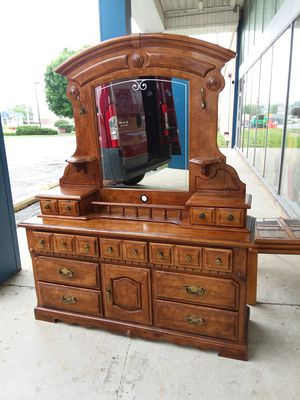 11 drawer dresser with mirror! WOW! Lots of storage space! for Sale in Joliet, IL