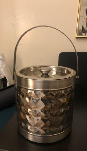Small Ice bucket, wine, champagne for Sale in San Diego, CA