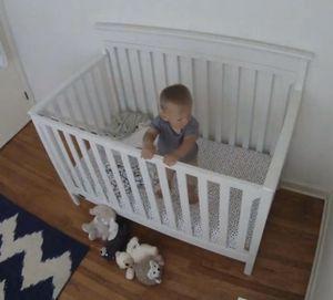 White crib with mattress for Sale in Wheaton, IL