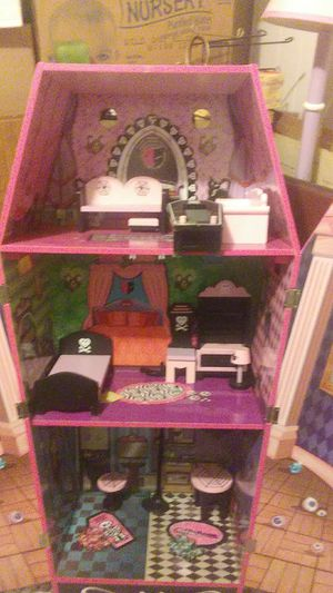 Monster high dolls and coffin doll house with acceries great condition along with anna and elsa and complete story set for Sale in Washburn, IL
