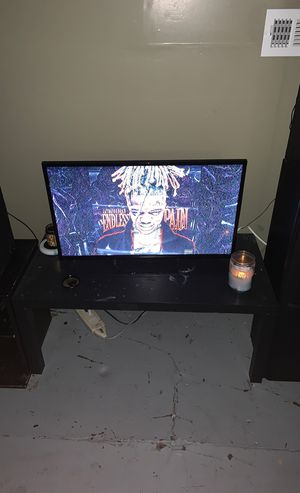 32 inch tv for Sale in Roxana, IL
