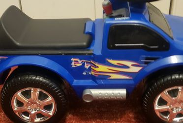 Toddler Ford Lighting F150 Ride On Truck for Sale in Bloomington,  IL