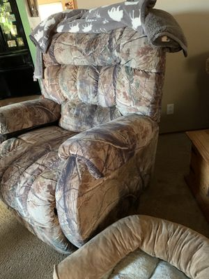 Free reclining chair for Sale in Oakley, CA