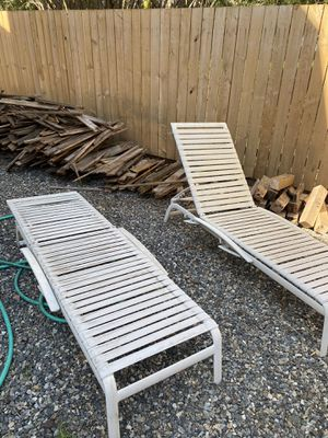 Two lounge chairs. for Sale in Issaquah, WA