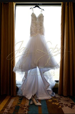 White Wedding dress + white Veil included(High quality and well maintained) for Sale in Miramar, FL