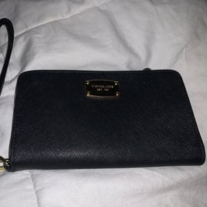 Michael Kors small wallet/phone case black for Sale in Waxahachie, TX
