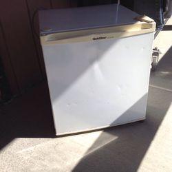 Gold star Mini Fridge -Freezer for Sale in Menifee,  CA