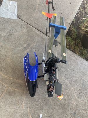 Gas elicopter Big. you need the gas tank cap and the star. control includes for Sale in Hayward, CA