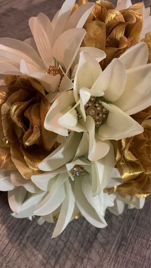 Gold wedding bouquet for Sale in Houston, TX