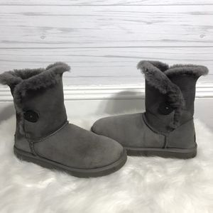 Authentic Grey Bailey Button Uggs size 10 for Sale in Sayre, PA