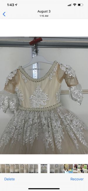 Dresses for girl for communion and for flowers girl It's good condition for Sale in Sterling Heights, MI