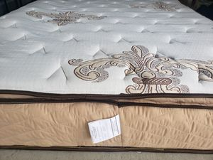 Like New Queen Pillowtop Mattress box spring bed frame for Sale in Lynnwood, WA