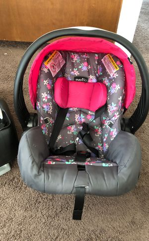 Infant car seat with the base floral pink for Sale in Cresson, PA
